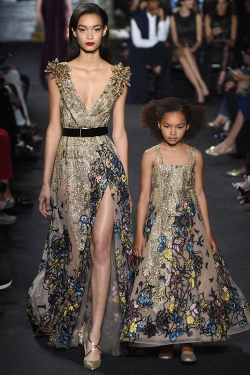 Elie Saab trình làng các mẫu váy lộng lẫy cho mẹ và bé - 1