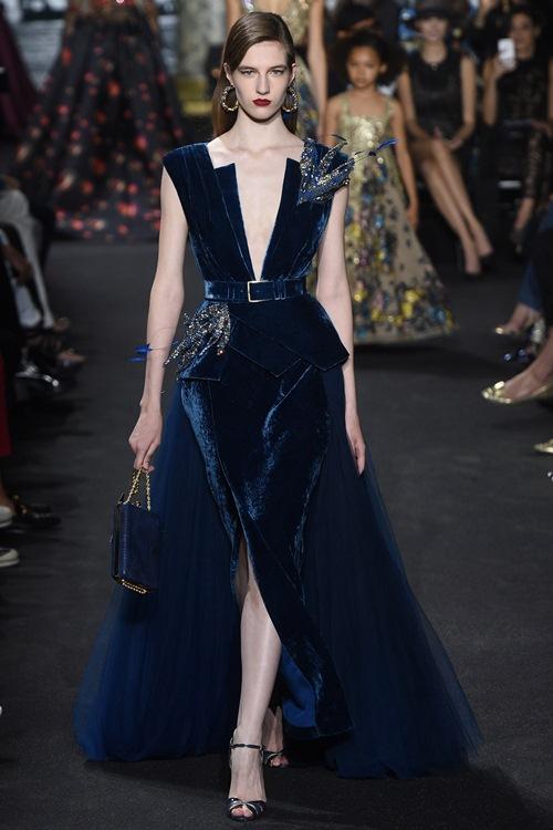 Elie Saab trình làng các mẫu váy lộng lẫy cho mẹ và bé - 7