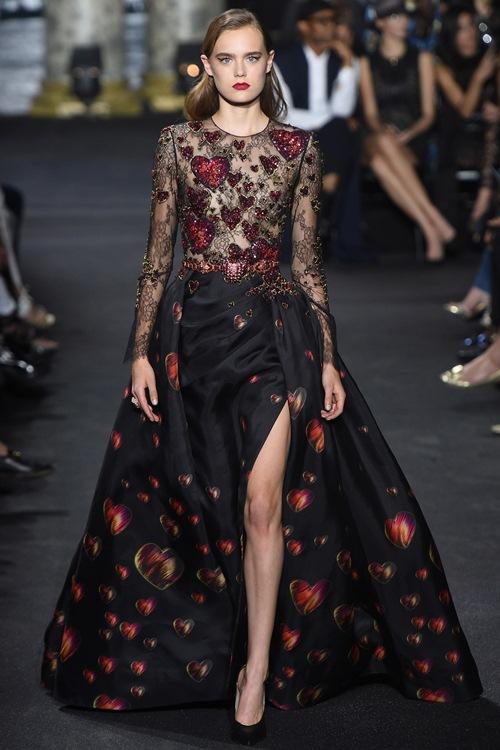 Elie Saab trình làng các mẫu váy lộng lẫy cho mẹ và bé - 8