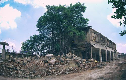 Cận cảnh nhà máy dệt lớn nhất Đông Dương trước ngày phá bỏ - 10