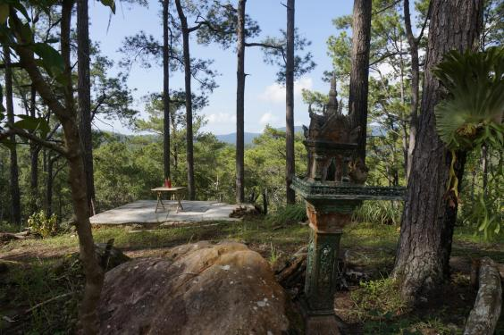 """Khám phá thị trấn """"ma"""" trong rừng ở Campuchia - 3"""
