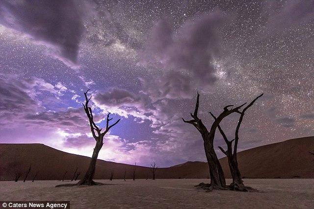 """Video: Trời đêm """"dệt gấm thêu hoa"""" ở sa mạc châu Phi - 1"""