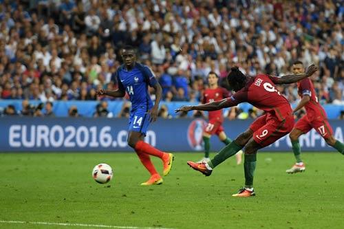"""Ronaldo vào sân """"chỉ đạo"""", Bồ Đào Nha vỡ òa ăn mừng Cup - 1"""