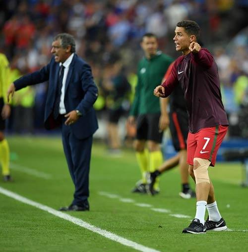 """Ronaldo vào sân """"chỉ đạo"""", Bồ Đào Nha vỡ òa ăn mừng Cup - 3"""