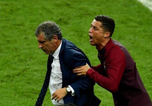 """Ronaldo vào sân """"chỉ đạo"""", Bồ Đào Nha vỡ òa ăn mừng Cup - 4"""