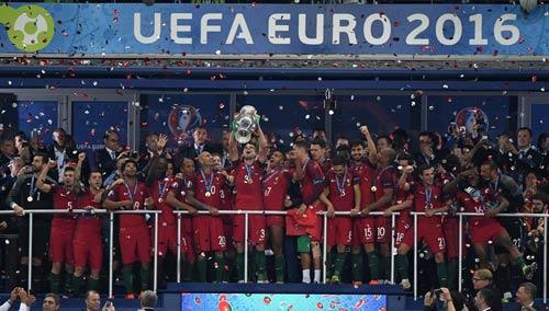 """Ronaldo vào sân """"chỉ đạo"""", Bồ Đào Nha vỡ òa ăn mừng Cup - 10"""