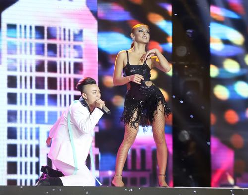 Cô gái giống Mỹ Tâm, Hà Hồ bất ngờ bỏ thi X-Factor - 2