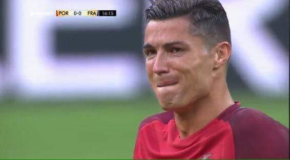 Ronaldo khóc - 1