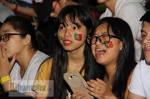 Fan nữ hai lần khóc vì Ronaldo và Bồ Đào Nha - 5