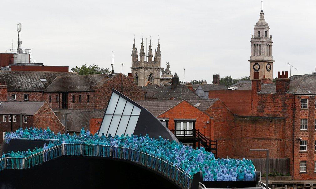 Anh: 3.200 người khỏa thân sơn xanh đi trên phố - 2