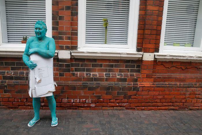 Anh: 3.200 người khỏa thân sơn xanh đi trên phố - 3