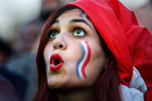 """Dàn fan nữ Pháp – Bồ gợi cảm """"làm nóng"""" khán đài - 9"""