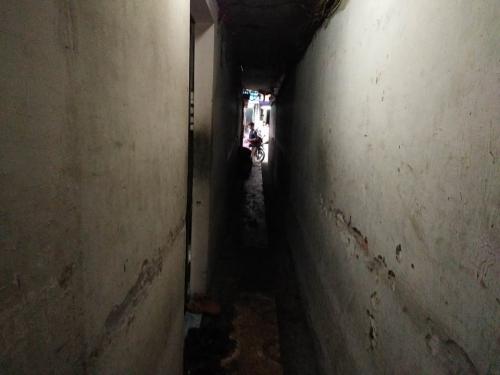 Căn nhà 10m2, 10 người ở và chuyện ăn ngủ phải canh giờ - 1