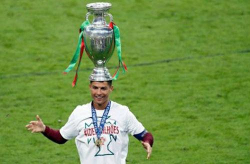 """Ronaldo vào sân """"chỉ đạo"""", Bồ Đào Nha vỡ òa ăn mừng Cup - 14"""