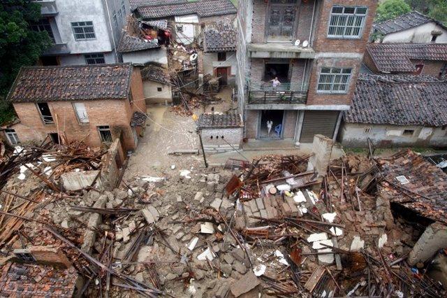 Ảnh: Siêu bão tấn công TQ, gần nửa triệu người sơ tán - 3
