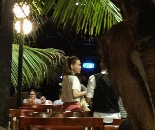 Cường Đôla nắm tay bạn gái, Hà Hồ đi ăn cùng đại gia - 2