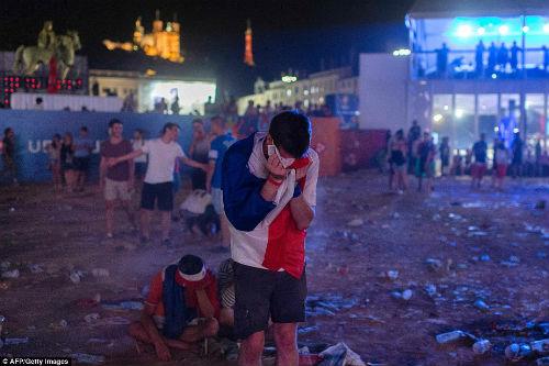 Bồ Đào Nha vô địch: CĐV phát cuồng, đốt pháo sáng ăn mừng - 11