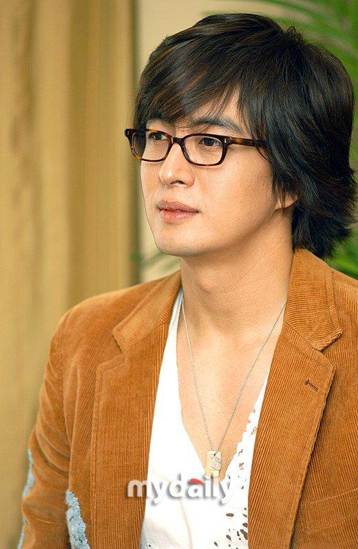 Fan vui mừng khi Bae Yong Joon trở lại sau 3 năm ở ẩn - 1