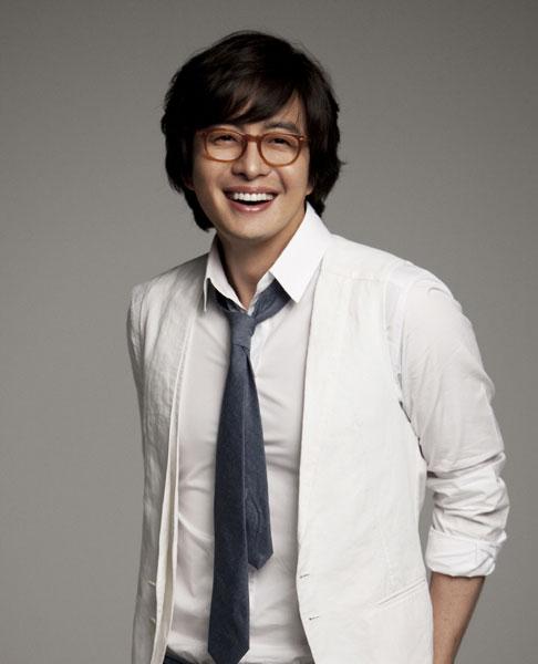 Fan vui mừng khi Bae Yong Joon trở lại sau 3 năm ở ẩn - 2