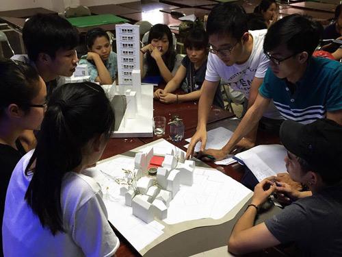 ĐH Phương Đông: Sinh viên được doanh nghiệp tuyển dụng ngay tại lễ tốt nghiệp - 1
