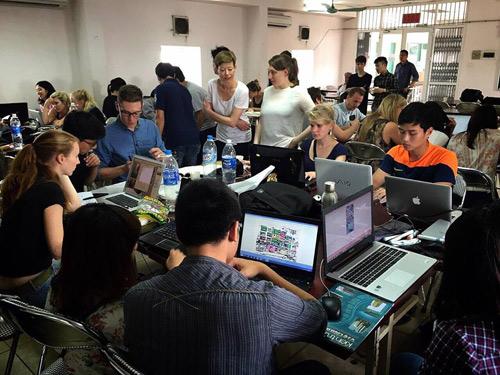 ĐH Phương Đông: Sinh viên được doanh nghiệp tuyển dụng ngay tại lễ tốt nghiệp - 2