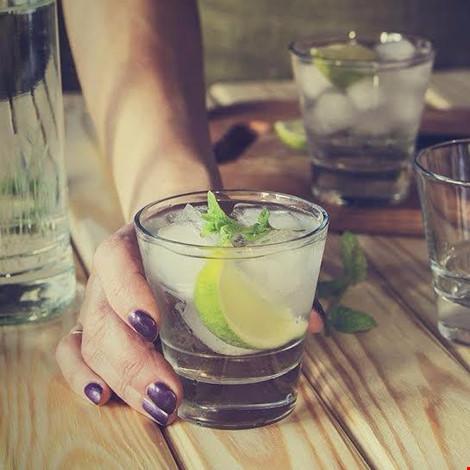 3 loại nước không nên uống những ngày quá nóng - 1