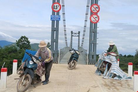 Kỳ lạ: Cầu xây xong, đường đi chẳng thấy - 7