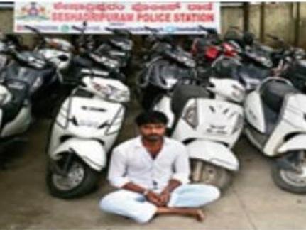 """Ấn Độ: """"Khốn khổ"""" đi trộm hàng chục xe máy bán nuôi 2 vợ - 1"""