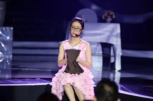"""Hoài Linh bị chỉ trích vì """"loại"""" Hòa Minzy ở Gương mặt thân quen - 1"""