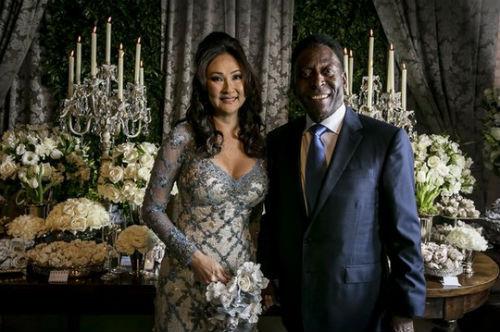 """""""Vua bóng đá"""" Pele cưới vợ lần 3 ở tuổi 75 - 1"""