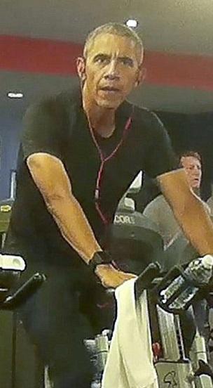 "Ảnh ""chộp"" Obama đeo tai nghe hồng tập gym ở Ba Lan - 5"