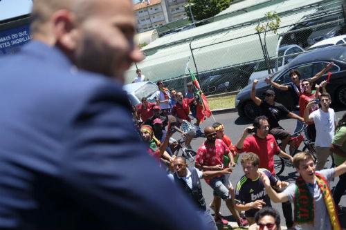 Biển người chào đón Bồ Đào Nha, Ronaldo ở quê nhà - 10
