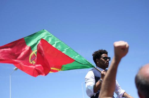 Biển người chào đón Bồ Đào Nha, Ronaldo ở quê nhà - 9