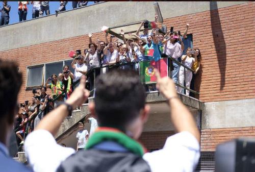 Biển người chào đón Bồ Đào Nha, Ronaldo ở quê nhà - 8