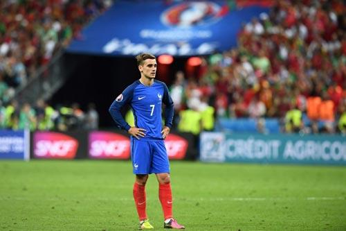 Hụt cúp C1 & Euro, Griezmann khó chung mâm CR7, Messi - 2