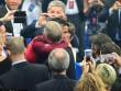 Sir Alex mong ngóng được ôm chúc mừng Ronaldo