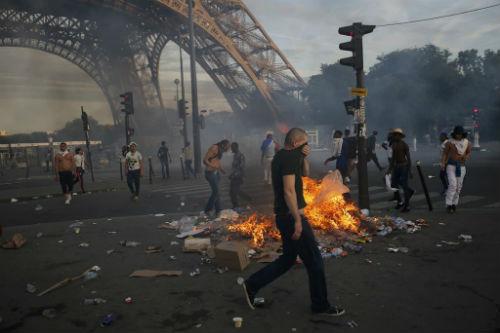 Hậu chung kết Euro 2016: Fan Pháp giận dữ làm loạn - 3