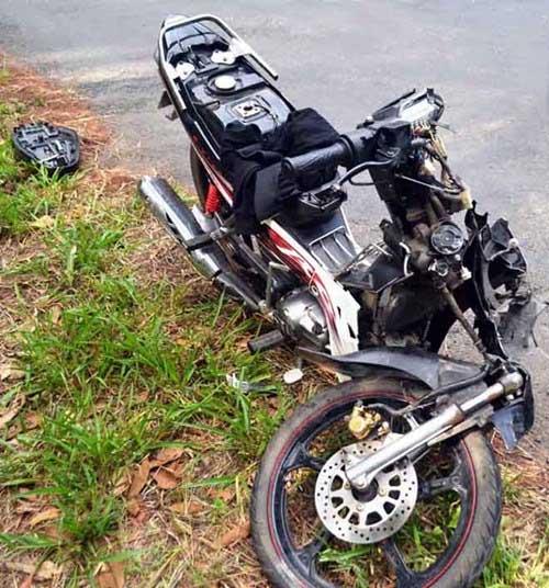 Hai xe máy tông trực diện, 3 thanh niên tử vong - 1
