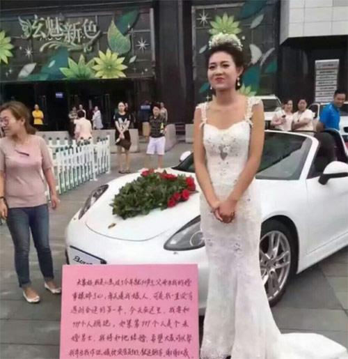 Gái xinh mặc váy cưới ôm 999 người để tìm chồng - 2