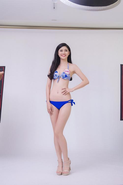 """Hậu trường chụp bikini """"nóng"""" của Hoa hậu VN phía Bắc - 1"""