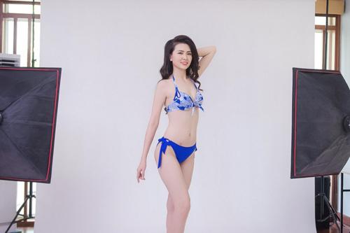 """Hậu trường chụp bikini """"nóng"""" của Hoa hậu VN phía Bắc - 7"""