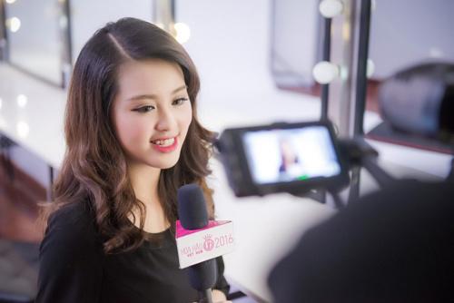 """Hậu trường chụp bikini """"nóng"""" của Hoa hậu VN phía Bắc - 14"""