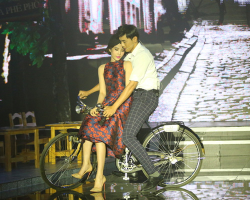 Quý Bình ôm hôn mẹ ruột trên sân khấu Bolero - 4