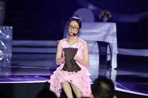"""Khoảnh khắc """"dị"""" của Hòa Minzy tại Gương mặt thân quen - 13"""