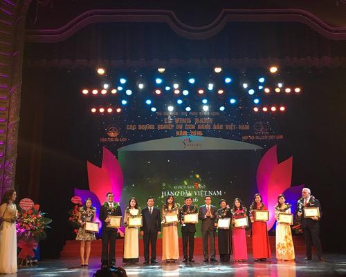 Vingroup đạt 4 danh hiệu Du lịch hàng đầu Việt Nam 2016 - 1