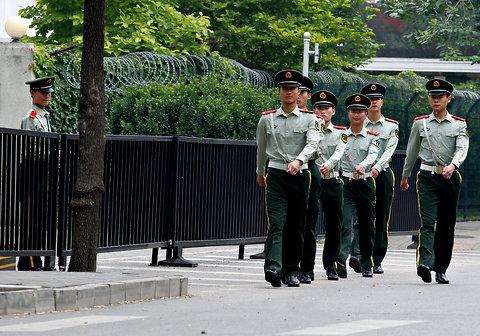 Philippines khuyên người dân cảnh giác ở Trung Quốc - 1