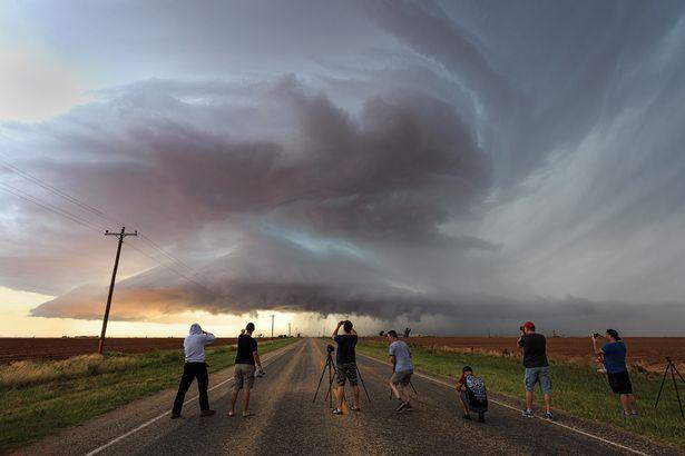 Mây giông khổng lồ hình đĩa bay che phủ bầu trời Mỹ - 3