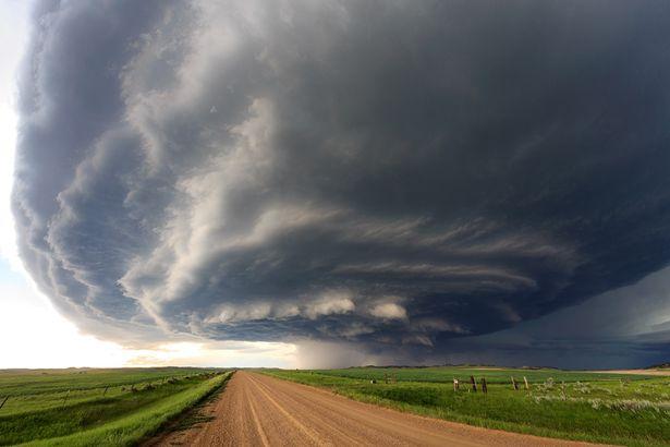 Mây giông khổng lồ hình đĩa bay che phủ bầu trời Mỹ - 2