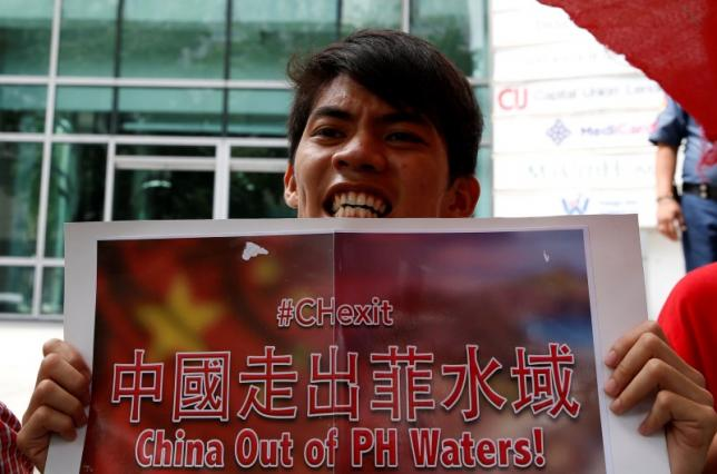 """Dân Philippines biểu tình yêu cầu """"TQ rời Biển Đông"""" - 3"""