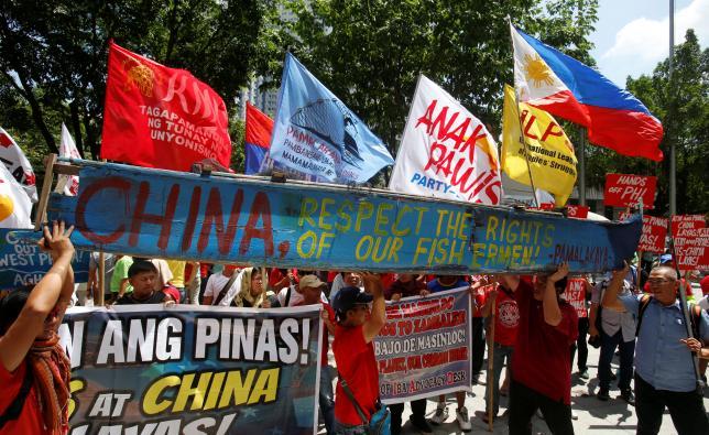 """Dân Philippines biểu tình yêu cầu """"TQ rời Biển Đông"""" - 4"""